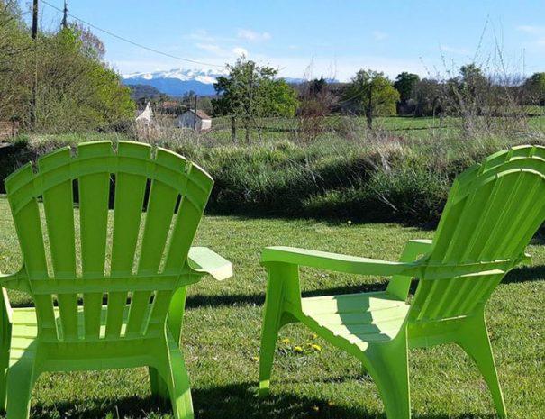 Profitez-d'une-vue-magnifique-sur-les-Pyrénées-depuis-le-Cottage-garden,-Gîtes-de-Bernet,-Monein,-France-(1)